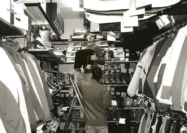 Fotka ze staré prodejny, pořízená roku 2002.